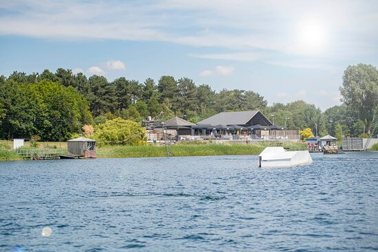 Best, هولندا: Dé toplocatie voor: wakeboarden  –  waterskiën  –  bedrijfsuitjes  –  vrijgezellenfeesten  –  kinderfeestjes  –  bruiloften  –  vergaderingen