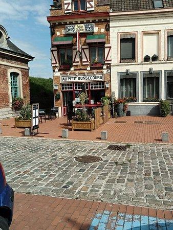 Condé-sur-l'Escaut, France : La façade