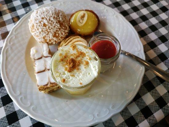Bas-en-Basset, France: Assiette de dessert