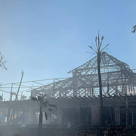 Centro Comercial Laguna Village: Destroyed by fire 29 August 2020
