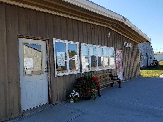 Bowdon, Dakota Północna: Outside view.