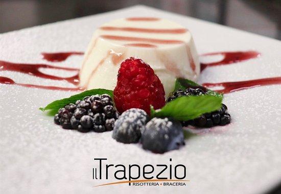 Province of L'Aquila, Ý: Panna cotta dello Chef ai frutti di bosco