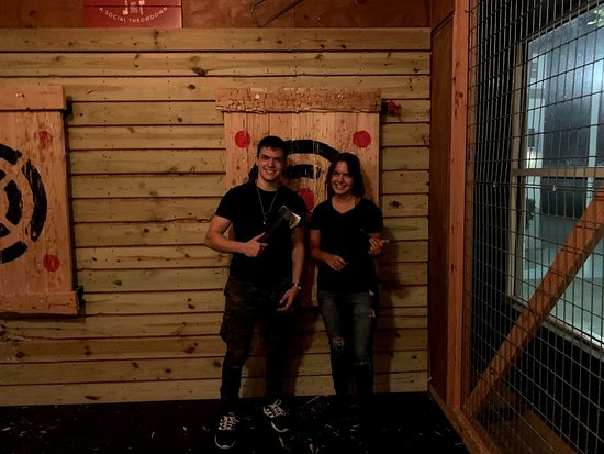 Stumpy's Hatchet House - Axe Throwing