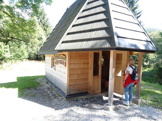 Kletno, Poland: Masyw Śnieżnika.Kaplica Św Bernarda na szlaku do jaskini niedźwiedziej 9