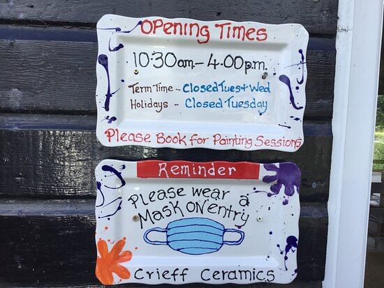 Crieff, UK: Up dated opening hours Please book for painting sessions