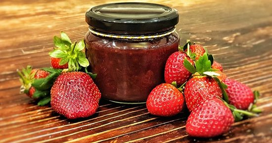 Redlands Coast fresh strawberries in our house made Strawberry Jam. Enjoy on our famous scones, or take a bottle home. While stocks last.
