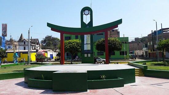 Parque el Reloj ubicado en Paramonga al norte chico,a 4 hr y media de Lima. Muestra grandiosos atractivos naturales y cuenta con manifestaciones culturales de Antaño,como la zona arqueologica, museo arqueológico de varones,y sobre todo una rica y apetecible gastronomía.