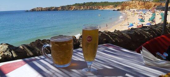 A melhor vista e as melhores bifanas da praia do Vau