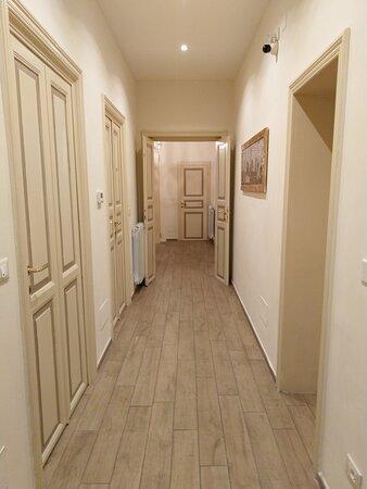 B&B Maglo Centro: Corridoio di accesso  alle camere