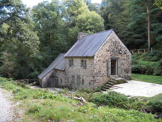 Plomelin, Frankreich: Moulin de Rossulien, vue générale