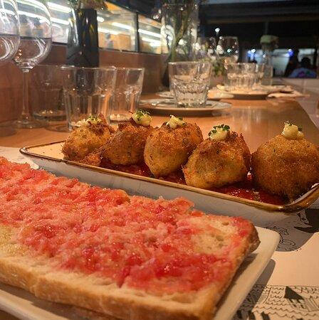 Buñuelos de Bacalao y Pan con Tomate