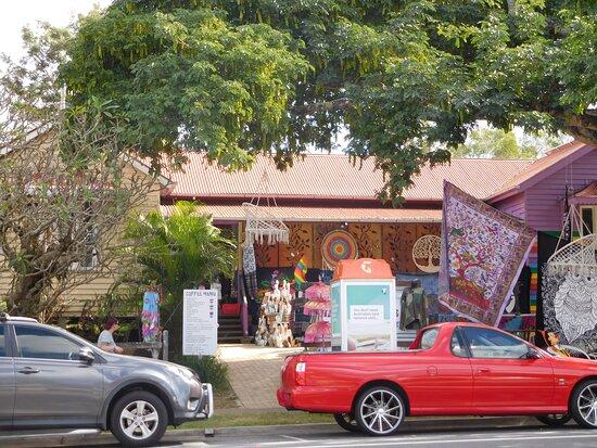 Tiaro, أستراليا: Kids will enjoy the Aladdin's cave of pretty items.