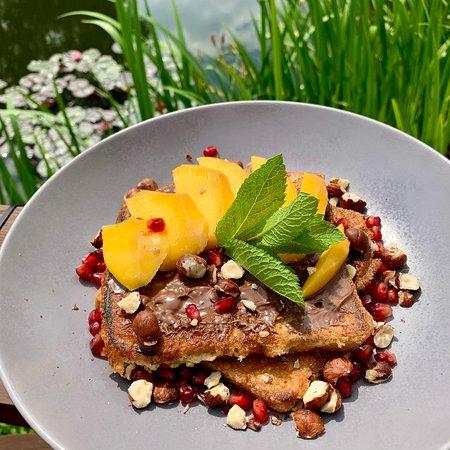 Sweet French toast - mango, Nutella and peanuts. Top Italian restaurant Cucina Wilanow.