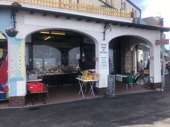 ‪Rhos Point Antiques & Collectables‬