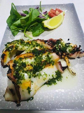 ¿Eres más de sepia o de calamares 🦑 🦑? 👉🏻👉🏻Déjanos tu opinión 👉🏻👉🏻 . En @cassallabar tenemos las mejores #tapas de Valencia...¿te vienes a probarlas?🏃🏼♀️🏃🏻 . 📲Reservas:961019892 📍Avd/ Nicasio Benlloch 20,Valencia  . #cassalla #cassallabar #cenas #comidas #almuerzos #bravas #hamburguesa #burguerlovers #valencia #bar #baresconencanto #drinks #food #coktails #restaurante #tapas #tipicalspanish #burgerslovers #verano2020 #terracita #beer #cervezahelada #futbol  #cassallabar #almo