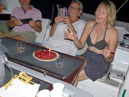 Soirée anniversaire à bord.