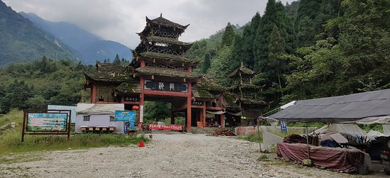 Dujiangyan, China: Still a lot to experience, even though the park is closed