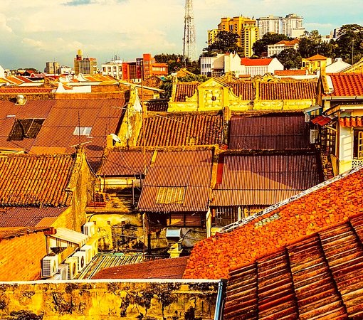 Malezja: Views across the old Chinese quarter rooftops in Malacca