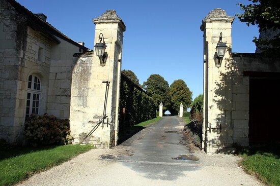 Marçay, France : Entrée du Château
