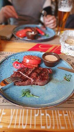 Супер место, вкусная европейская еда, вкусные стойки. Все очень понравилось,ели утром и вечером, так как жили рядом.