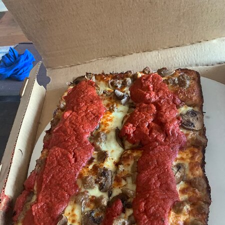 Best Detroit Style Pizza in Chicago!!!