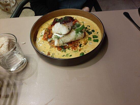 Les Mages, França: Filet de cabillaud, chips de chorizo et ses légumes de saison Un plat succulent !