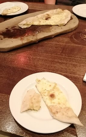 Cadeby, UK: garlic bread and cheese