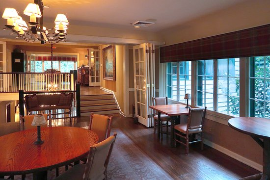 The Restaurant at RT (Ruby Tuesday) Lodge - 1406 Wilkinson Pike, In Maryville College Woods, Maryville, TN - Interiors