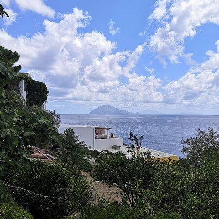 Alicudi, Itálie: vista su Filicudi e Salina