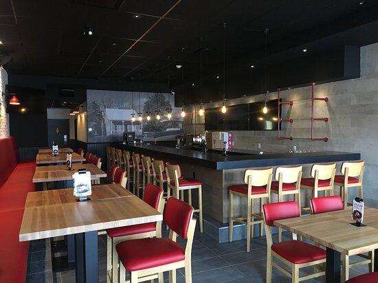 Saint-Lin-Laurentides, Canada: Les restaurants Toujours Mikes vous proposent une variété de sous-marins, pizzas, pâtes, poutines, déjeuners et bien plus. De quoi combler toute la famille ! Faites-vous livrer nos repas réconfortants jusqu'à votre porte ou passer le cueillir au comptoir à emporter. Au plaisir de vous servir.