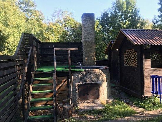 Печёра, Украина: СПА ЗОНА включает в себя: чан на дровах,раздевалка,беседка,озеро,деревянная кадка для ныряния