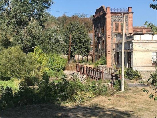 Печёра, Украина: Виды на разрушенную мельницу семьи Потоцких-Свейковских в селе Печера