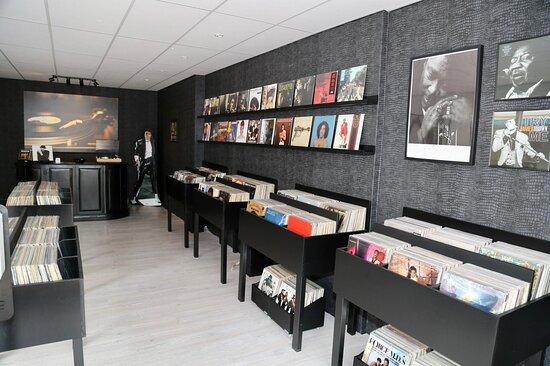 Julianadorp, The Netherlands: Binnen bij Juicy Records