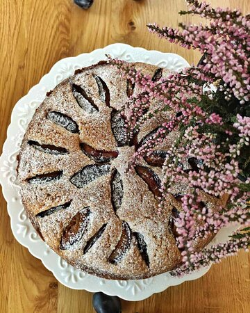 Homemade pllum cake. :)