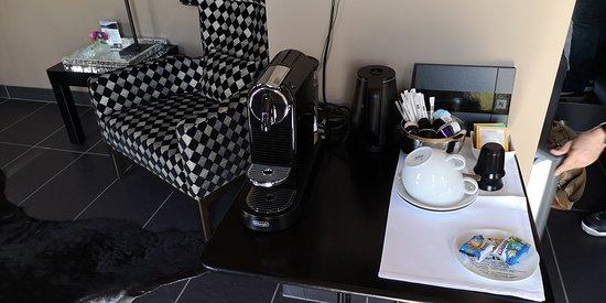 Langenlonsheim, Deutschland: Nespresso Kaffeemaschine, Teekocher