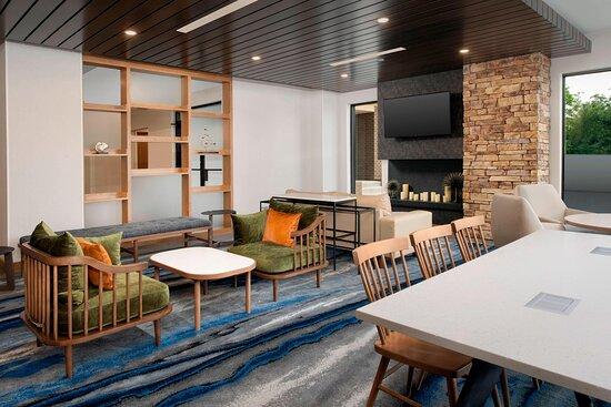 Fairfield Inn & Suites by Marriott Alexandria West Mark Center
