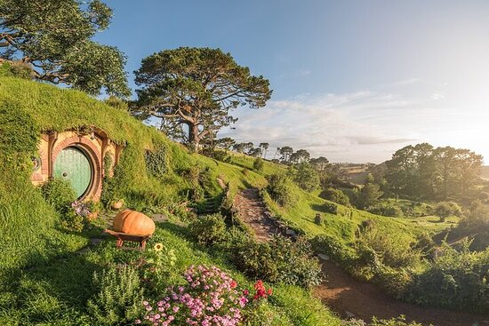 Hobbiton Movie Set Tour & Rotorua Twin...