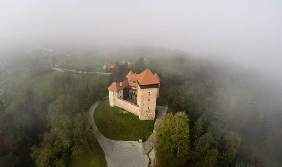 Karlovac County, Horvátország: Fortress Dubovac is one of the most beautiful and one of the best preserved Croatian feudal architecture monument.