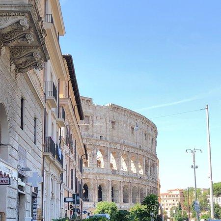 Pizza mediocre vista Colosseo