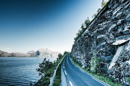 Og rett rundt svingen, der er Kjerringøy Rorbusenter.