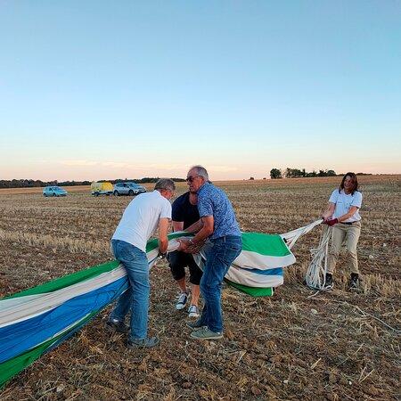 Une super aventure offerte par le personnel communal de Bossay sur Claise à mon mari, le vol en montgolfière avec Montgolfière Centre Atlantique de Thure 86 a été une expérience formidable par un soleil et une vue superbe. Des professionnels à la hauteur.