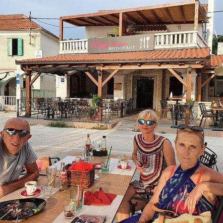Vinisce, Kroatien: Restaurant Kupinica