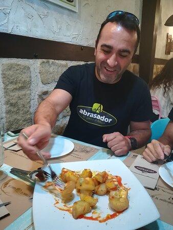 patatas bravas abrasador con alioli de pistacho