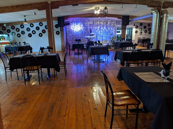 Deseronto, Canadá: Live entertainment every Friday and Saturday night, all the oldies but goodies and classic rock and roll!