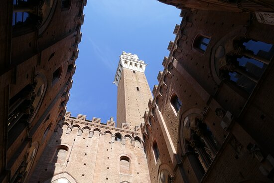 Province of Siena, İtalya: Inside of the Palazzo Pubblico and the clock tower. This is a must when visiting Siena, just to see the medieval architectural structure.