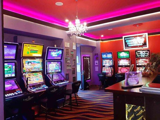 Focsani, Ρουμανία: Sală de jocuri Las Vegas Games – Focşani, Unirii - sloturi, păcănele, jocuri de noroc, jackpot-uri, pariuri sportive, cafenea, bar, băuturi din partea casei, tombole, premii cash, distracţie şi multe surprize