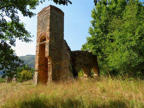 i resti della chiesa medievale