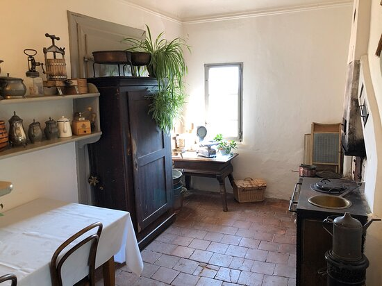 Wasserschloss Hagenwil Restaurant: Ehemalige Küche, direkt vor dem  Grossmutter-Stübli.