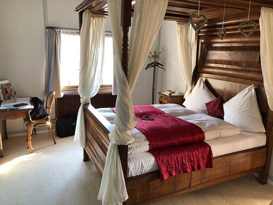 Wasserschloss Hagenwil Restaurant: Das Himmelbett Zimmer.