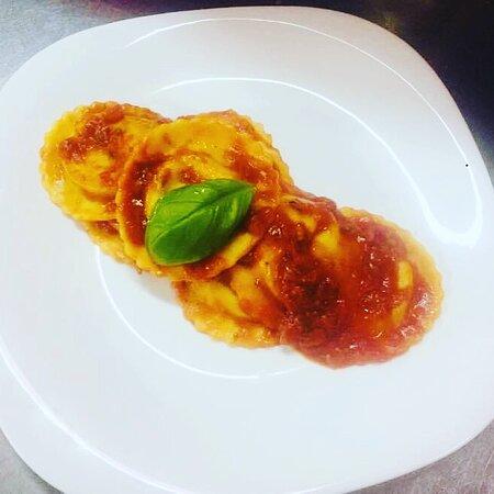 ravioli  mozzarella di bufala e spinaci freschi !!